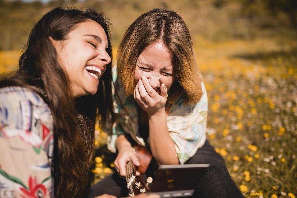 Hábito De Mujeres Riéndose