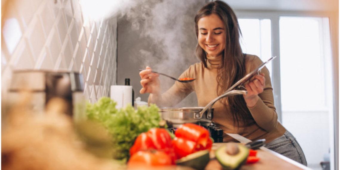 Mujer Cocinando Para El Día Del Padre